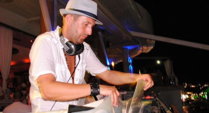 DJ ViLLY Vinyl Digging