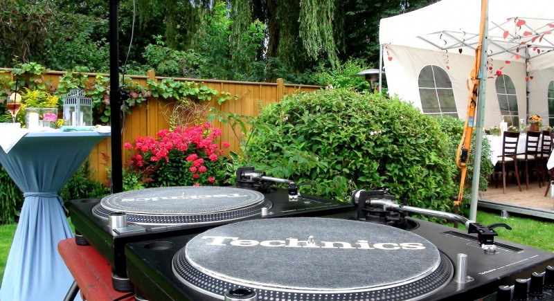 Hochzeits-DJ, Gartenparty, Gartenhochzeit, Hochzeitzuhause Köln
